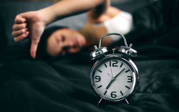 young-sleeping-woman-alarm-clock-bedroom-home-girl-overslept-bed-looking-alarm-clock-shock_152404-3243