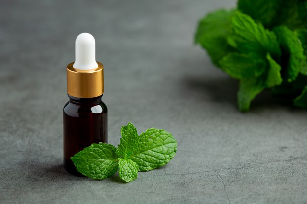 essential-oil-peppermint-bottle-with-fresh-green-peppermint_1150-38019